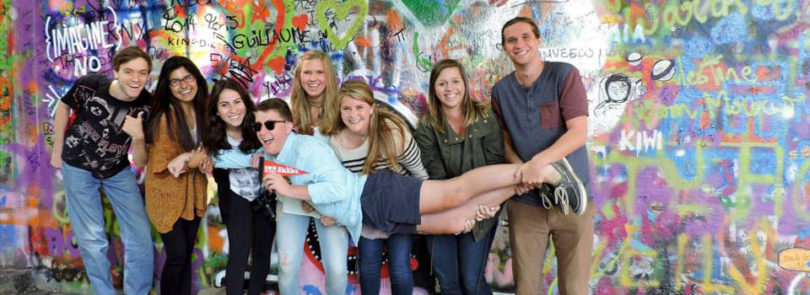 Students become travel journalists in Prague course