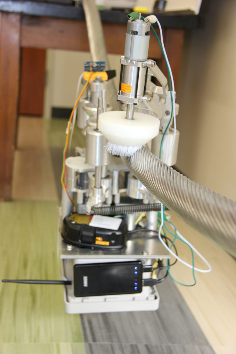 Power line robot on line-v.photo