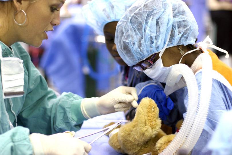Vet Med open house 2009 teddy bear surgery-h.action