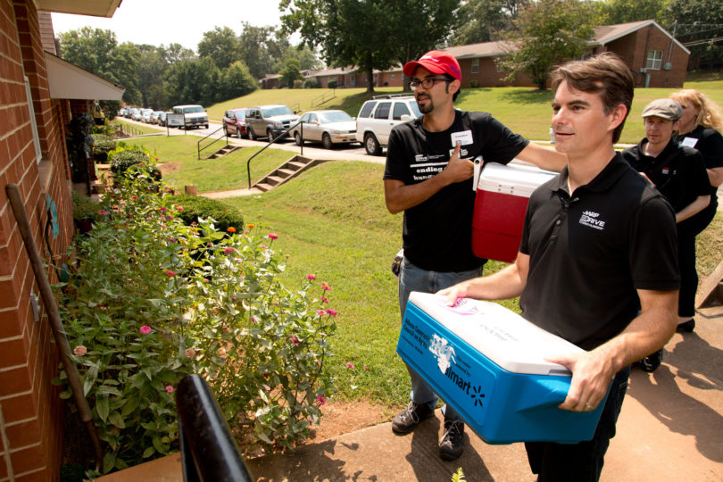 Jeff Gordon Campus Kitchen Delivery-h