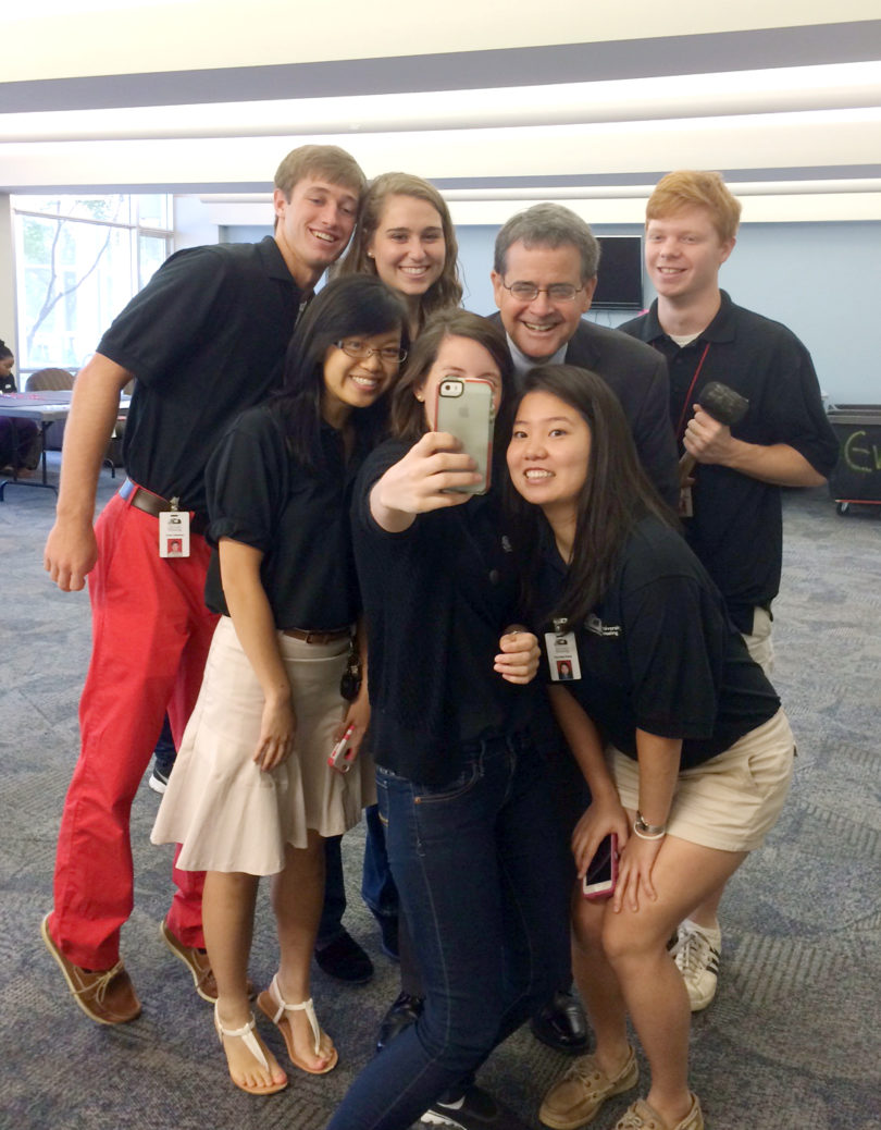 Jere Morehead selfie students move-in-v