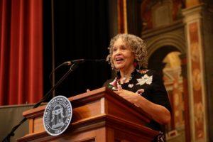 Photo of Charlayne Hunter-Gault speaking