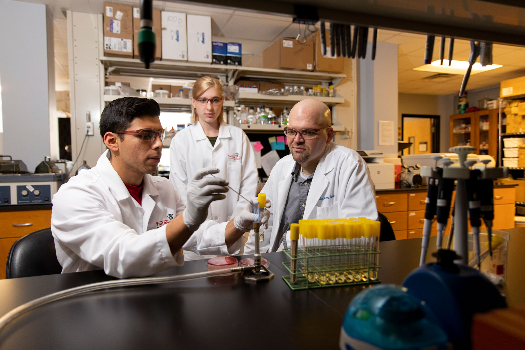 Researchers find target to fight antibiotic resistance